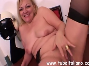 Italian Wife and Bull Cuckold Ita