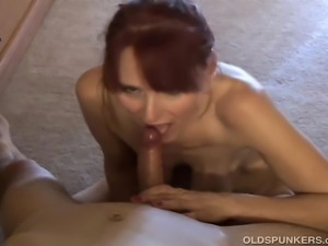 Gorgeous old cougar gives a great blowjob and gets a mouthful of cum