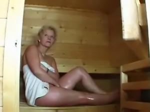 Milf in sauna