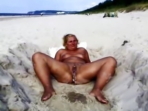 nakedpussy at beach 4