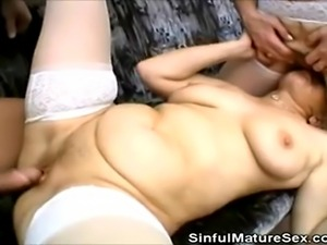 We have this two horny grannies in this clip as they get their pussies fucked...