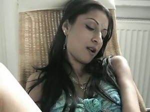 Oriental-looking babe dildoing herself (HELP IDENTIFYING)