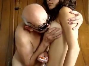 Abuelo tiene sexo con la empleada free