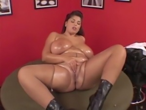 Kerry Marie Oiled Playing With Her Pussy free