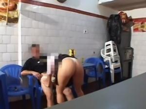 Casal amador transando no bar   WWW.PUTARIANATV.WS free