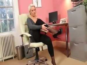 Exclusive fairhair babe in office