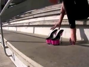stunning wetlook leggings pink heels