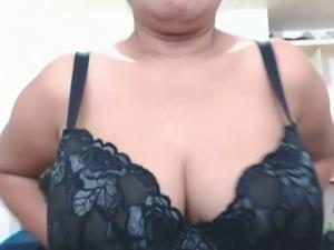 Pinay Camgirl Granny Rubs Pussy