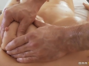 fingering a shaved hot vagina needs a lot of oil