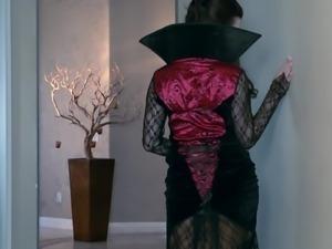 vampire slut is horny and needs to suck