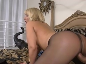 Huge rack blonde slut Mellanie Monroe stockings