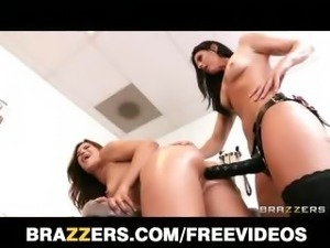 Alyssa Reece's doctor checkup turns into a lesbian rub down