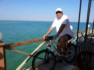 ME WITH MY BIKE AT BEACH