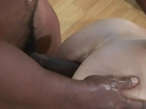 Amber Rayne farts out 3 anal creampies and licks em up