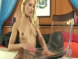 WAM blonde enjoyst taking an urine bath free