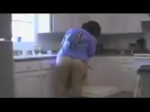 Flowers and sex on the Kitchen - WWW.TIASINCESTUOSAS.COM free