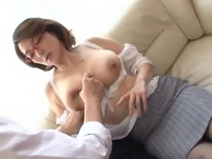 japanese milf in glasses has pussy eaten