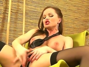 Silvia Saint amazes with her incredibly sexy outfot and a superb solo show