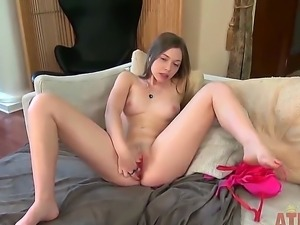 Aurielee Summers pleases her desires by penetrating her cunt with her panties