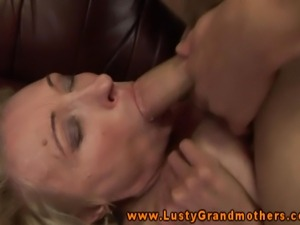 Mature sucking cock before pussysex