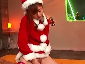 Akiho Yoshizawa gets dressed in santa and surprises horny hunk with deep...
