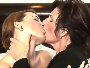 Wise and experience lesbian maiden Deauxma passes her skills to her young...