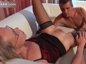 Horny matyre whore gets horny