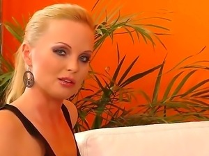 Gorgeous Suzie Karina came for her first casting and she willingly takes off...