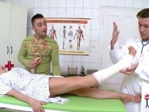 Brunette Clanddi Jinkcego gets her sexy tattooed feet rubbed by