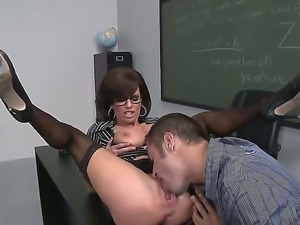 Busty teacher Veronica Avluv is allowing Danny Mountain to lick her pussy...