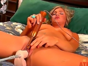 Cameron Dee combines the power of robo-fucking machine and pleasant vibrations