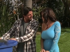 Lisa Ann is amazing neighbor sex goddess and she is not against to visit...