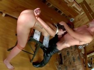 Slave babe Paige Turnah with her hands tied behind her