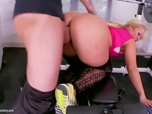 Blonde in pink Austin Taylor with her perfect big bottom
