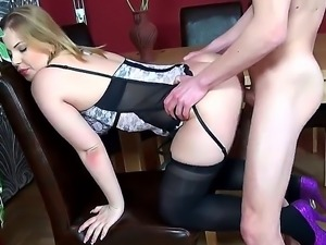Eve Fox recives deep pussy licking before getting her cunt ravaged by horny male