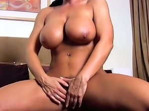 Hot mom Lisa Ann gears her pussy up with masturbation and nipples teasing!