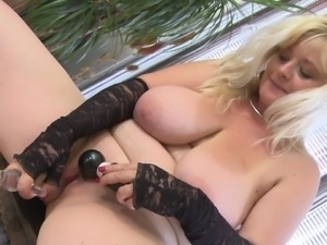 chubby blonde mature fucks her bald cunt
