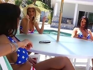 Jessica Jaymes,Jordan Ash,Lisa Ann and Nicole Aniston are enjoyign a horny...