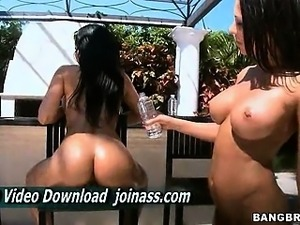 Rachel Starr and Abella Anderson Asses Shaking