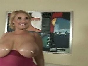Samantha 38g is a household name for any boob lover and once again her fun...