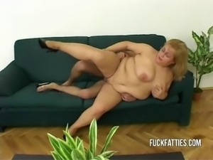 Hot Fat Horny Slut Freezes - Repairman Helps Her Get Warm!