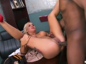 bbc stretch a blonde milf's hole