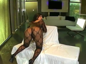 Curvealicious babe Valeries in stockings gets her wet twat licked and rammed...