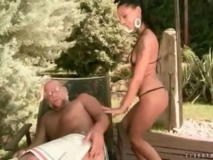 Young bitch fucking a grandpa