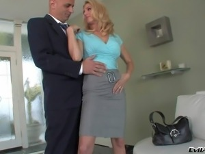 Angela Attison enjoys in seducing her new buyer Vin Deacon while showing him...