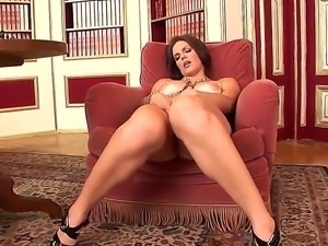 Dark haired turned on cougar Bobbi Starr with juicy ass and sexy heavy make...