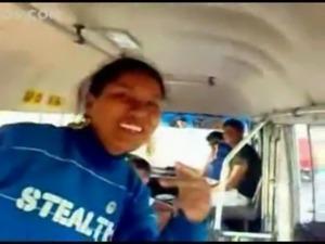 cogiendo en el bus de la escursion en plena autopista free