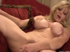 Blonde goddess MILF Mia makes herself squirt using a dildo - she squirts...
