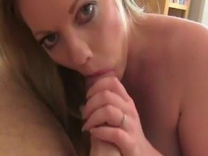 Blonde amateur babe strips off her clothes on casting in office and sucks big...