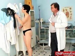 Busty mom Barbora real pussy gyno exam